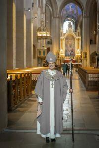 piispa Mari Leppänen kaavussa ja hiipassa